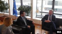 Претседателот на СДСМ Зоран Заев и потпретседателката на СДСМ Радмила Шеќеринска се сретнаа со Еврокомесарот Штефан Филе во Брисел, Белгија, 07.01.2014.