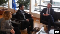 Средба на Зоран Заев и Радмила Шеќеринска со Штефан Филе во Брисел.