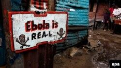 «Էբոլան իրական է» գրությամբ ցուցանակ Լիբերիայում գտնվող տներից մեկի առջև, 25-ը սեպտեմբերի, 2014թ.