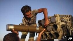 Ливийские повстанцы в окрестностях Бани-Валида