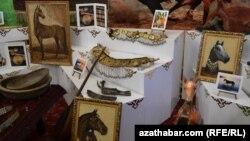 Aşgabatda açylan halkara sergi-ýarmarkasyndan eksponatlar. Aşgabat, 26-njy aprel, 2013.
