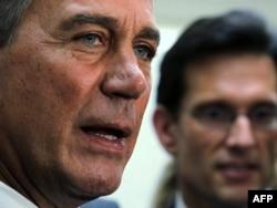 ABŞ - Nümayəndələr Palatasının spikeri John Boehner (solda)