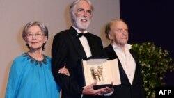 Regizorul austriac Michael Haneke, actrița Emmanuelle Riva și Jean-Louis Trintignant după anunțarea premiului