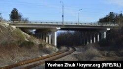 Мост над железнодорожной веткой