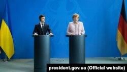 Президент України Володимир Зеленський і канцлер Німеччини Анґела Меркель. Берлін, 18 червня 2019 року
