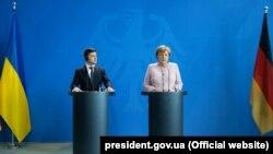 Зеленський і Меркель провели телефонну розмову
