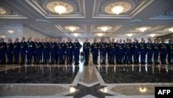 Garda e nderit e Bjellorusisë në pritje të pjesëmarrësve të samitit...