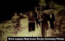 Іван Шаповал (праворуч попереду)