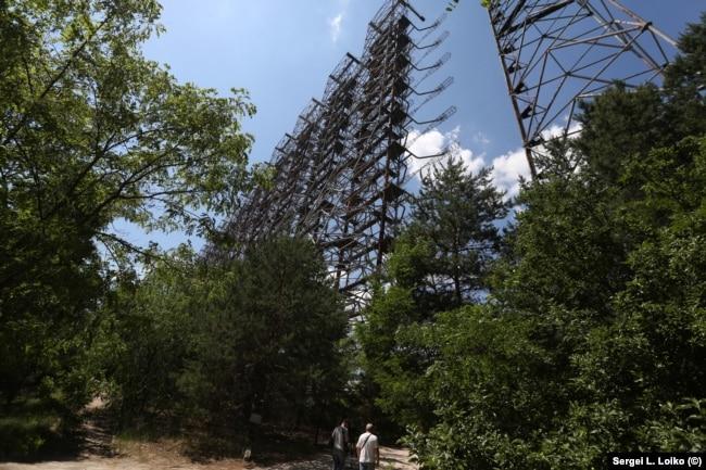 Бывшая станция раннего обнаружения ракетных пусков с территории США ржавеет в чернобыльской зоне
