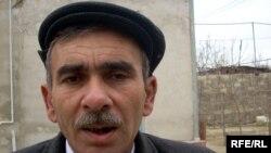 Fəxrəddin Abbas deyir ki, son günlər müxalifətin imza topladığı ərazilərdə polislər tez-tez görünür