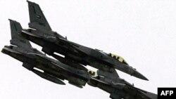 پرواز نمایشی جنگندههای اف ۱۶ در ابوظبی، بهمنماه ۱۳۸۷