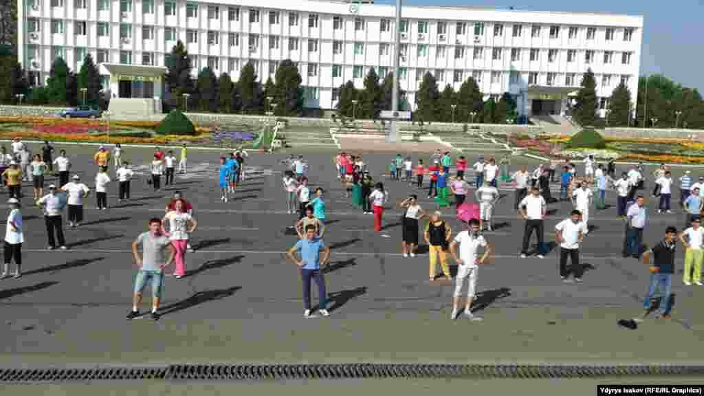 Кыргызстанда июль айынын алгачкы жекшембисинде медицина кызматкерлеринин күнү белгиленет.