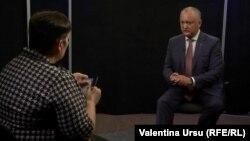 Корреспондент Свободной Европы Вапентина Урсу и президент Республики Молдова Игорь Додон