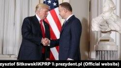 Прэзыдэнт ЗША Дональд Трамп і прэзыдэнт Польшчы Анджэй Дуда падчас сустрэчы ў Варшаве