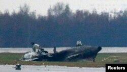 Остов частного самолета Falcon-50, который столкнулся со снегоуборочной машиной при взлете в условиях густого тумана в аэропорту Внуково и в котором погиб исполнительный директор французского компании Total Кристоф де Маржери. 21.102014.