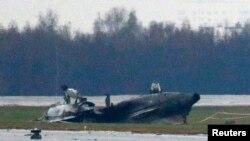 Внуково әуежайында апатқа ұшыраған Falcon-50 ұшағының бөлшектері. Мәскеу, 21 қазан 2014 жыл.