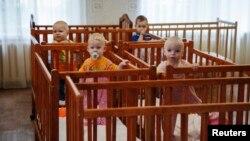 Діти з донецького і макіївського дитбудинків, яких перевезли до Краматорська, 30 серпня 2014 року