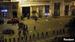 Francuska policija ispred kluba Bataclan u Parizu, 14. novembra 2015.