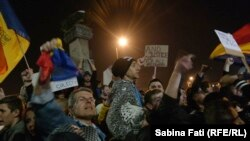 Victor Ponta's resignation failed to stop the protests, however, and some 20,000 demonstrators, most of them young people, took to the streets of Bucharest for a third night running to demand an end to corruption among the political classes.