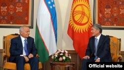 Кыргыз-өзбек президенттеринин ШКУ саммитинин алкагындагы жолугушуусу. Бишкек, 12-сентябрь, 2013.