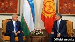Кыргызстандын президенти Алмазбек Атамбаев менен Өзбекстандын президенти Ислам Каримов Бишкекте өткөн ШКУ саммитинин алдында. 12-сентябрь, 2013-жыл