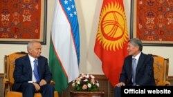 Президент Ислом Каримов саммит арафасида-пайшанба куни қирғизистонлик ҳамкасби Алмазбек Атамбаев билан учрашди.
