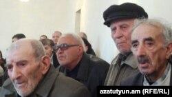 Վանաձորցի տարեցները պահանջում են վերադարձնել իրենց ավանդները