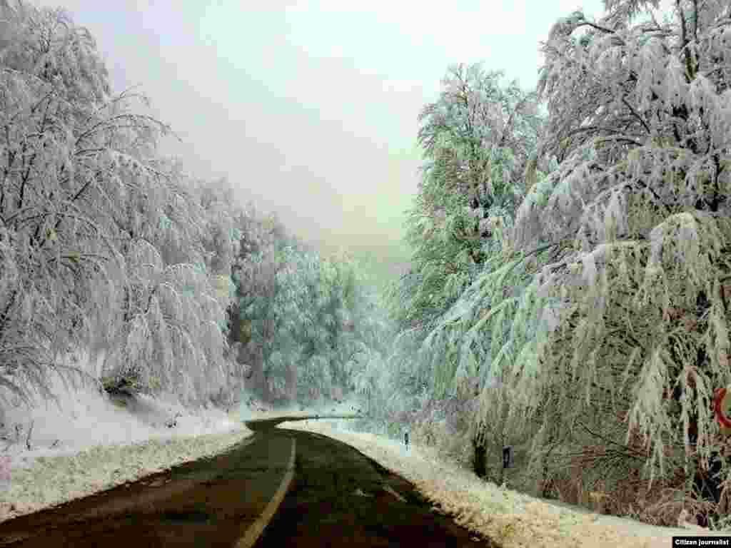 جاده میان سیاهکل و دیلمان در استان گیلان