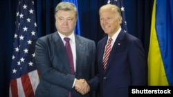 Петро Порошенко (л) і Джо Байден (п), архівне фото