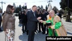 """Arxiv foto. Prezident Ilham """"liyevin keçən il Bakıda keçirilən Novruz şənnliyində iştirakı zamanı şəkilən foto."""