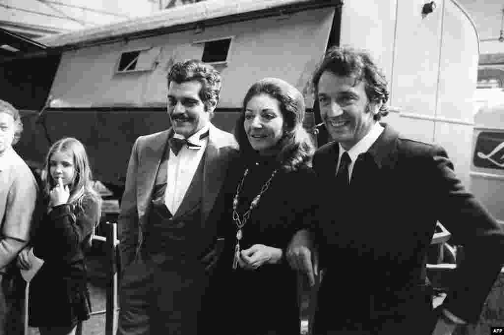 "Egyptian actor Omar Sharif (left) and French actor Jean-Pierre Cassel (right) flank Maria Callas during the last rehearsal session of the ""Gala de l'Union des Artistes"" in Paris on April 23, 1971"
