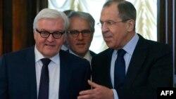Германия сыртқы істер министрі Франк-Вальтер Штайнмайер (сол жақта) мен Ресей сыртқы істер министрі Сергей Лавров. Мәскеу, 23 наурыз 2016 жыл.