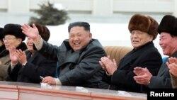 رهبر کره شمالی در جمع شماری از مقامهای دیگر
