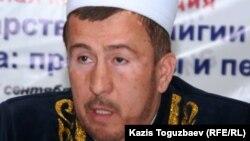 Мухаммад Хусейн-кажи Алсабеков, заведующий отделом шариата и фетв ДУМК.