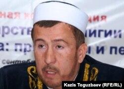 ҚМДБ шариғат және пәтуалар бөлімінің жетекшісі Мұхаммад-Хусейн қажы Алсабековтің 2010 жылы түскен суреті.