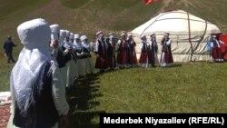 Чоң-Алай районундагы Ленин чокусуна жакын жайгашкан Кашка-Суу айылындагы фестивал.