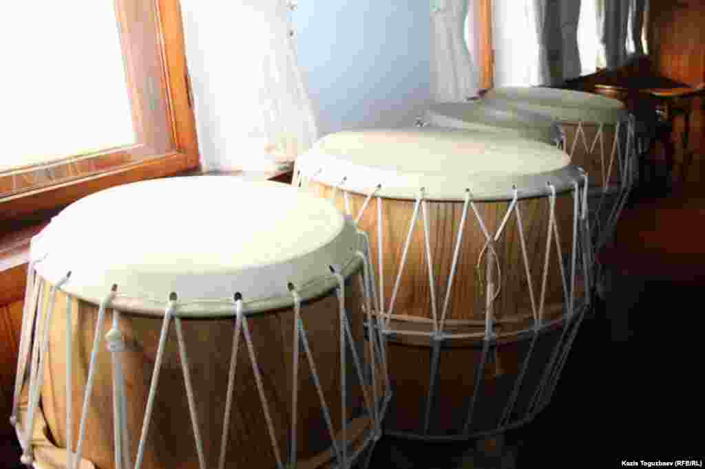 Барабаны в буддийском храме.