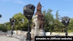 Пам'ятник Катерині ІІ перед відкриттям