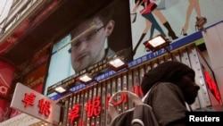 Едвард Сноуден у випуску теленовин на екрані в Гонконгу, фото 18 червня 2013 року