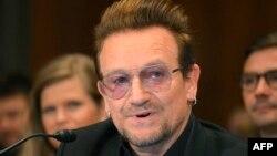 Bono duke folur mbrëmë në një nënkomitet të Senatit amerikan