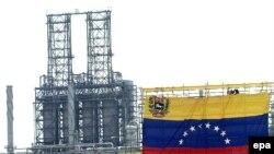 رییس جمهوری ونزوئلا در روزهای گذشته آمریکا را تهدید به قطع صادرات نفت کرده بود. (عکس: EPA)