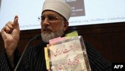 Muhammad Tahir-ul-Qadri Londonda metbugat konferensiýasynda. 2-nji mart, 2010.