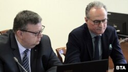 Сотир Цацаров и Лозан панов по време на заседание на Пленума на ВСС