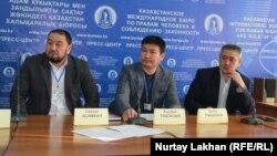 Участники пресс-конференции вокруг ситуации с этническими казахами – переселенцами из Китая, не сумевшими получить гражданство Казахстана в сроки. Алматы, 25 января 2019 года.