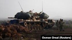 Թուրքական բանակի տանկերը Սիրիայի սահմանի մոտ՝ Գազիանփեթ նահանգում, 22-ը հունվարի, 2018թ․