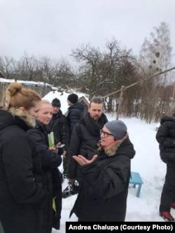 Андреа Халупа та Аґнєшка Холланд на зйомках фільму «Ціна правди» в Україні
