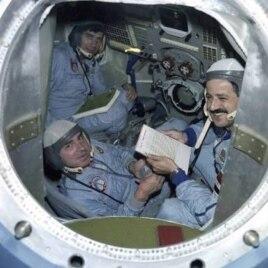 """Экипаж """"Союз ТМ-3"""""""