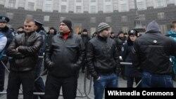 """""""Титушки"""" в Киеве. Как считают активисты Евромайдана, именно они совершают большинство жестоких нападений на оппозиционеров"""