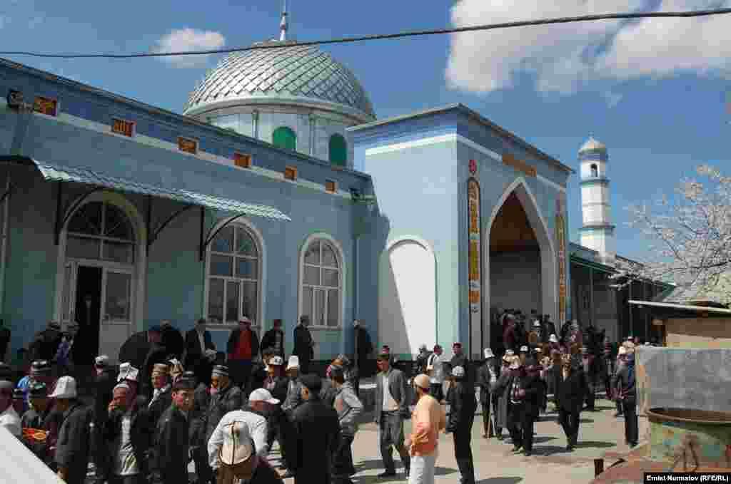 Кыргызстан. Мечеть в Ноокате.