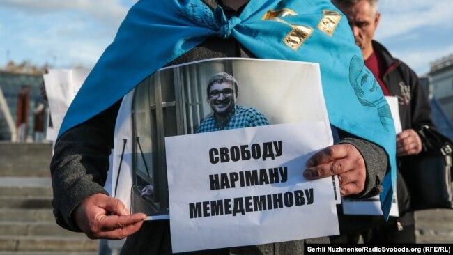 «Мы его не оставляем»: акция в поддержку блогера из Крыма Мемедеминова (фотогалерея)